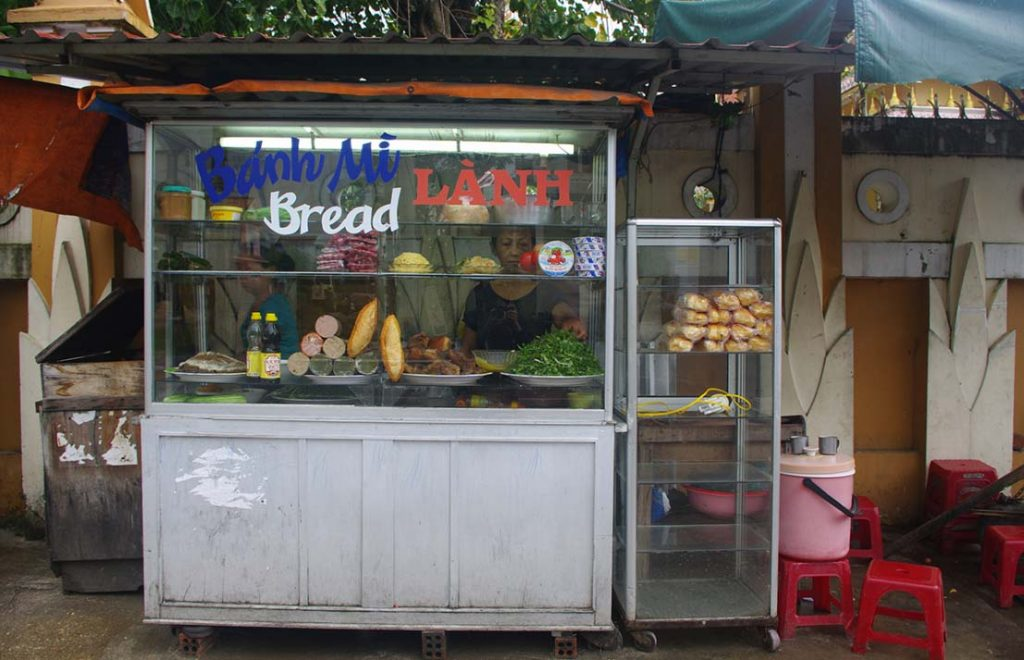 Lanh Bread