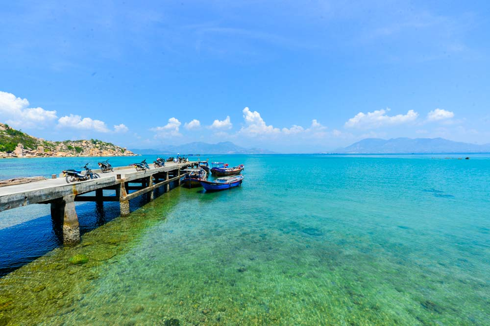 The blue sky and clear sea water at Mong Tay Island