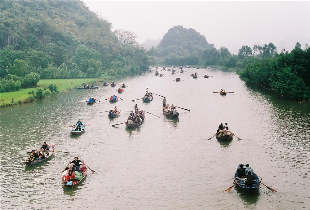 In Huong Pagoda, you will have a chance to move by boat on Yen River